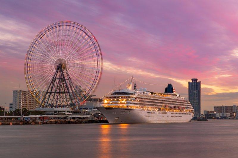 大型客船や観覧車が夜景で綺麗なスポット