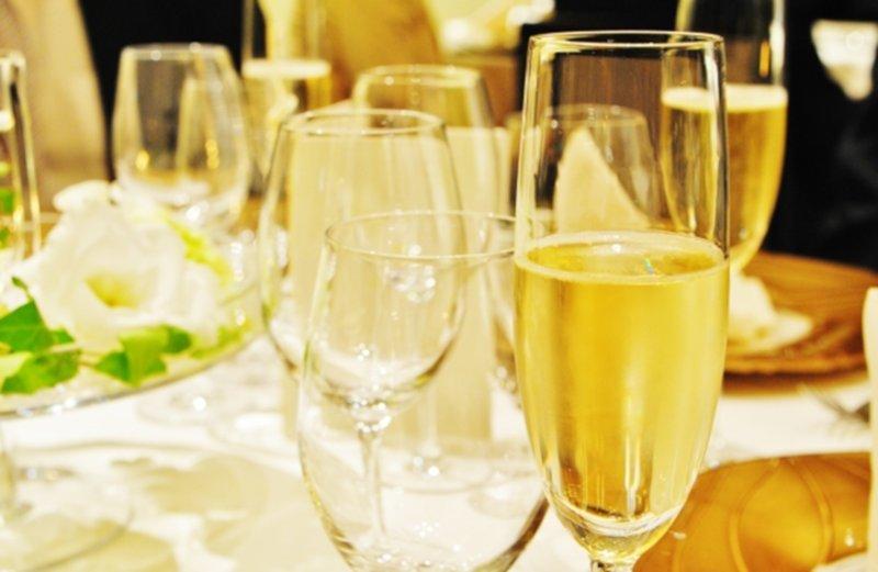 シャンパンがのるテーブル