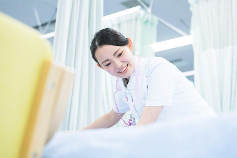 看護仕事をしている女性
