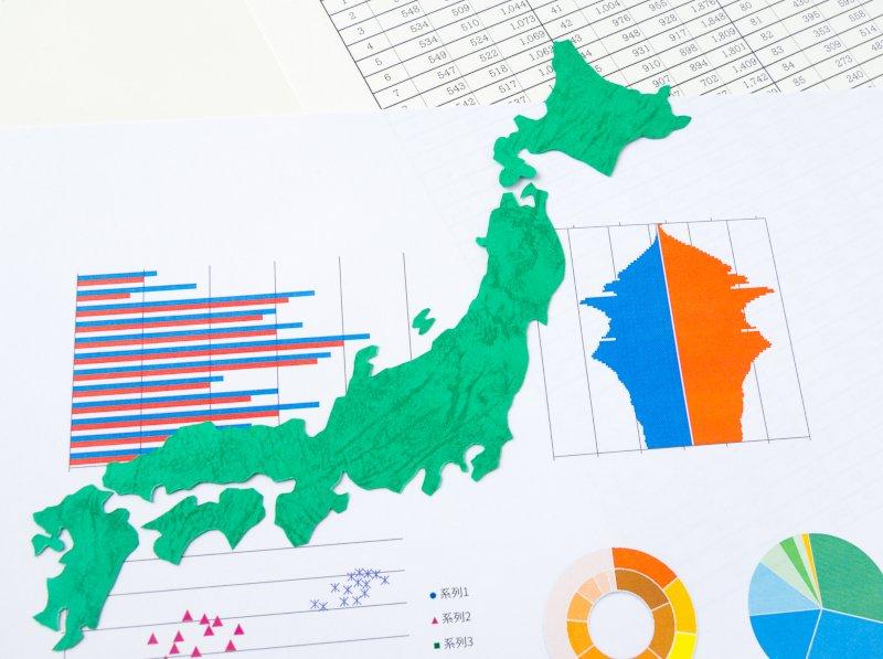 日本地図の下に様々なグラフが表示されている