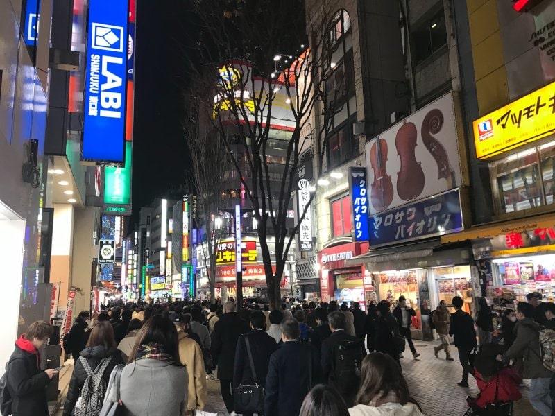 3金曜夜の歌舞伎まち