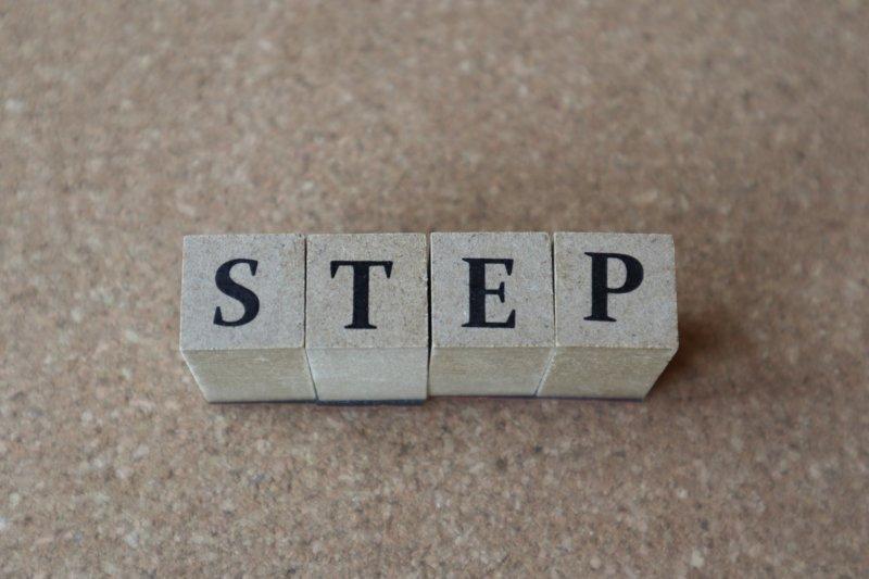 STEPと書かれたオブジェ